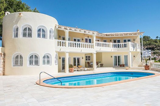 Accomodation service Ibiza with swimming pool